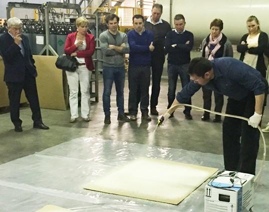 spray foam demonstration by Fomicom